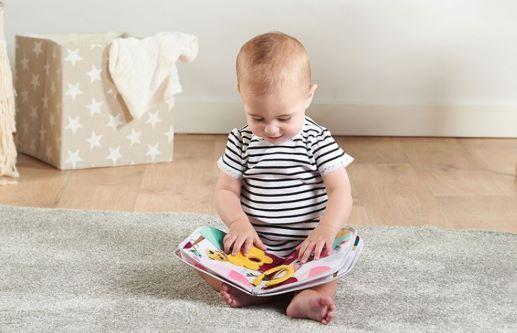 A quel âge un bébé s'intéresse auxlivres?